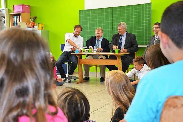 Helmut Rau besucht Förderschule in Kürzell