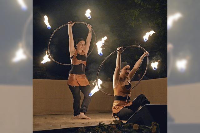 Feuerwerk und spektakuläre Feuershow