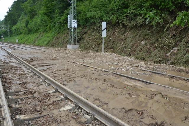 Erdrutsch: Rheintalbahn bis Sonntag gesperrt