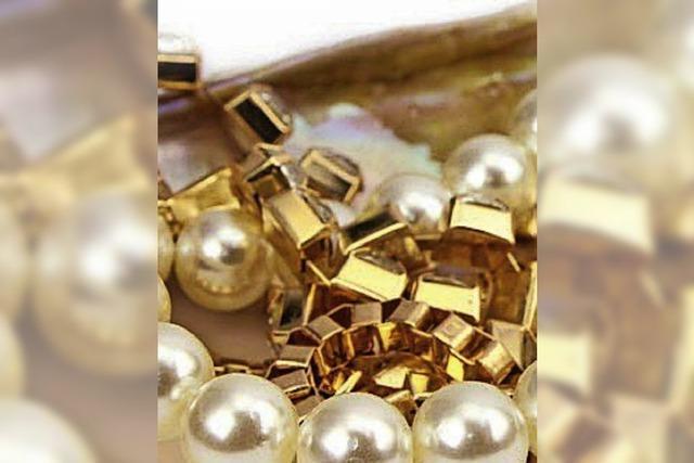 Goldkette vom Hals gestohlen