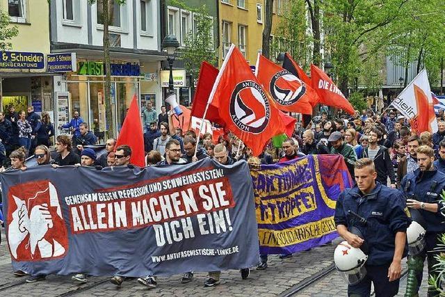 Demonstranten zeigen Solidarität mit Linkem Zentrum
