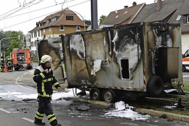 Anhänger brennt in Zähringen