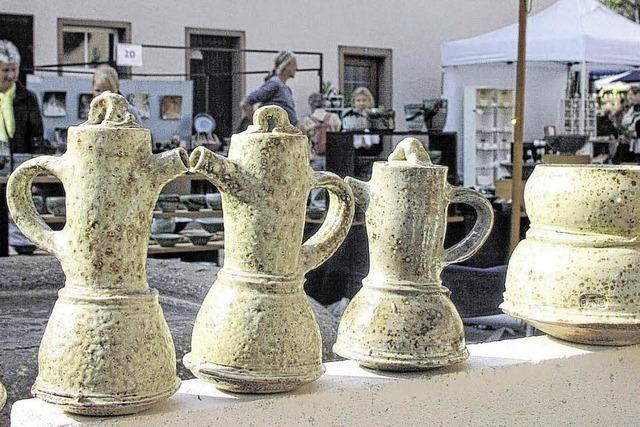 Ein Bremer formt die Keramikwochen