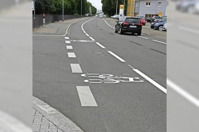Erster Schutzstreifen für Fahrradfahrer