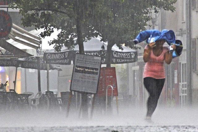 Starkregen flutet Keller in der Stadt