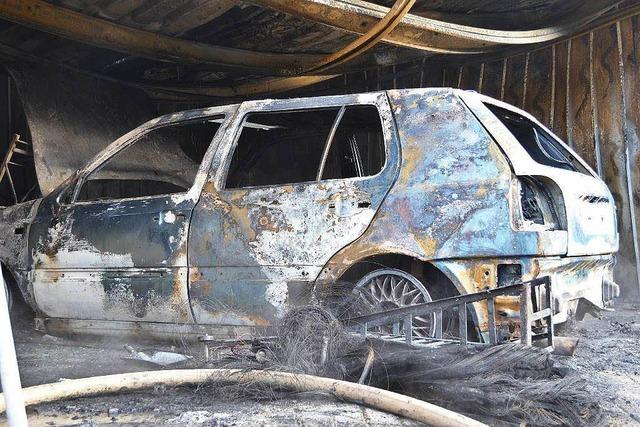 Garage in Bonndorf brennt aus