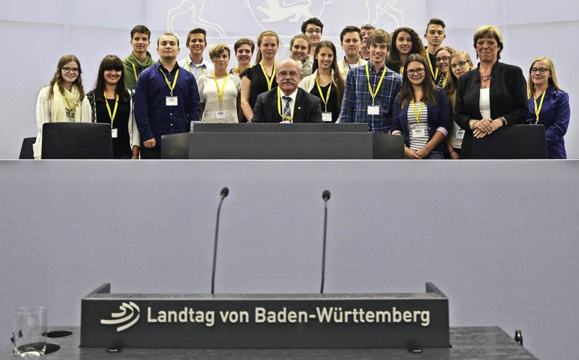 Die Elztäler mit der Abgeordneten Sabine Wölfle (rechts) im Plenarsaal  | Foto: Antonia Bues