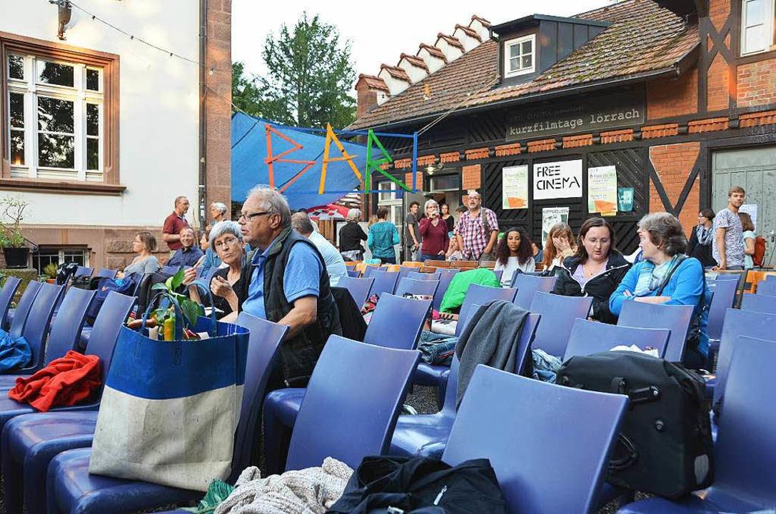 Kino im (Flachsländer) Hof: Nach Gewit...ie Reihen für den Auftaktabend langsam  | Foto: Matthias Allendörfer
