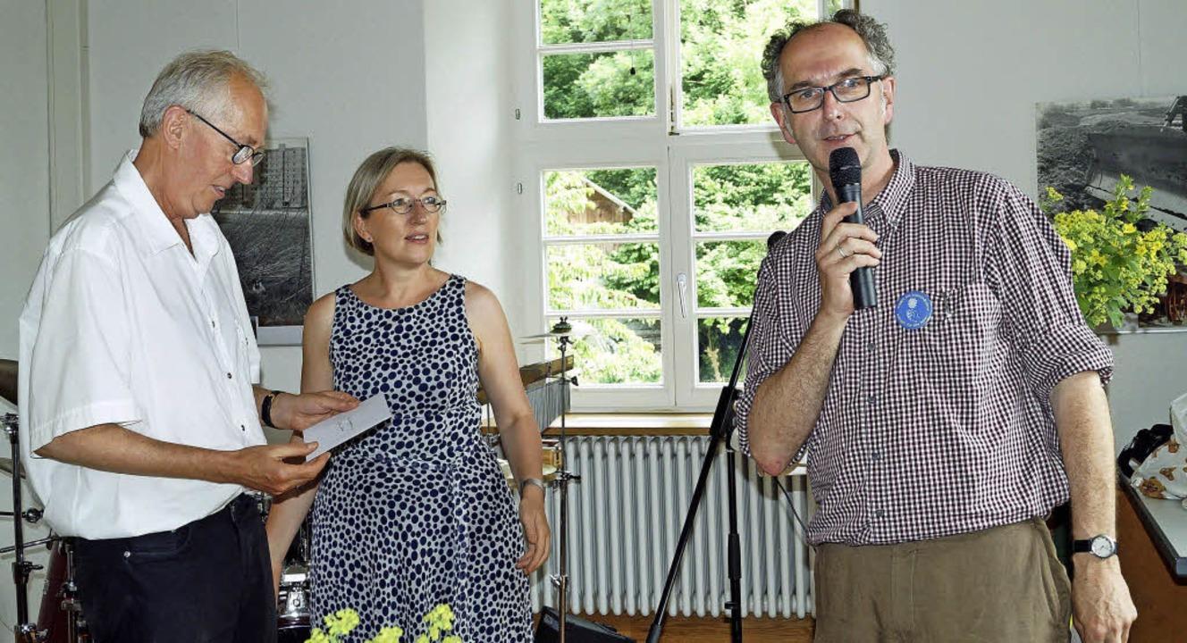 Martin Richter (links) und Jürgen Hauk...terin Astrid Siemes Knoblich entgegen.  | Foto: Silke HARTENstein
