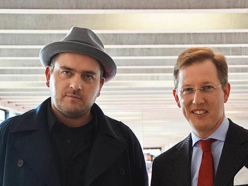 Stefan Strumbel mit Auftraggeber Prinz Bernhard von Baden auf der Art Karlsruhe.  | Foto: Ralf Burgmaier