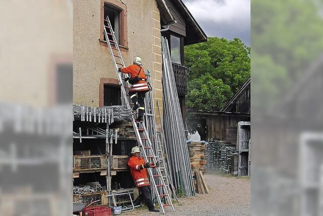Feuerwehrler einsatzbereit