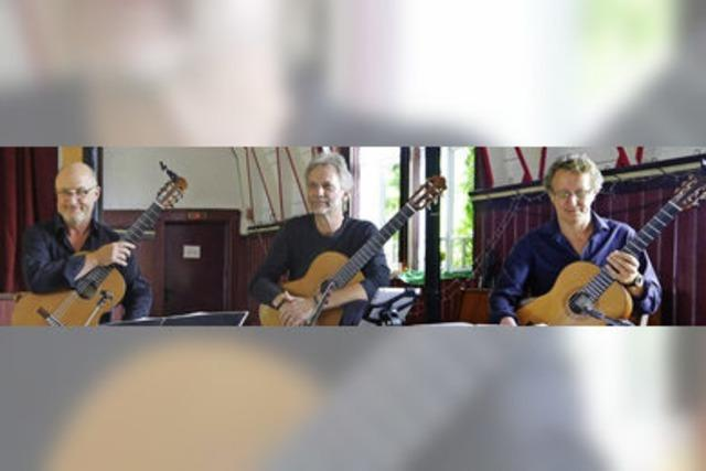 Drei Gitarren verschmelzen zum Cembalo