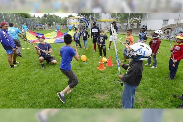 Das Flüchtlingsheim an der Bissierstraße hat wieder einen Sportplatz