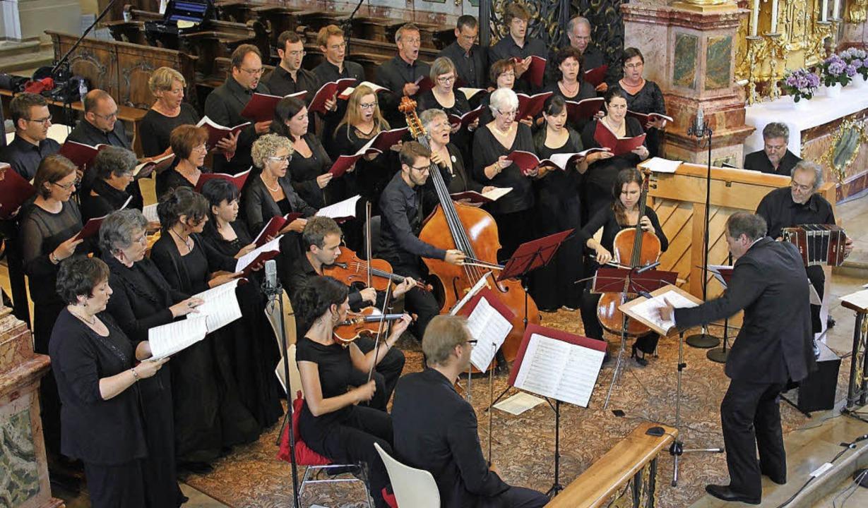 Macht auch von oben eine gute Figur &#...gut an: der Kammerchor Hochschwarzwald  | Foto: Erich Krieger