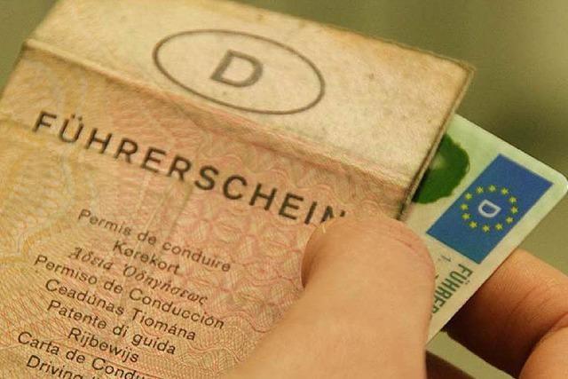 Bankkredite und Führerscheine mit gefälschten Dokumenten