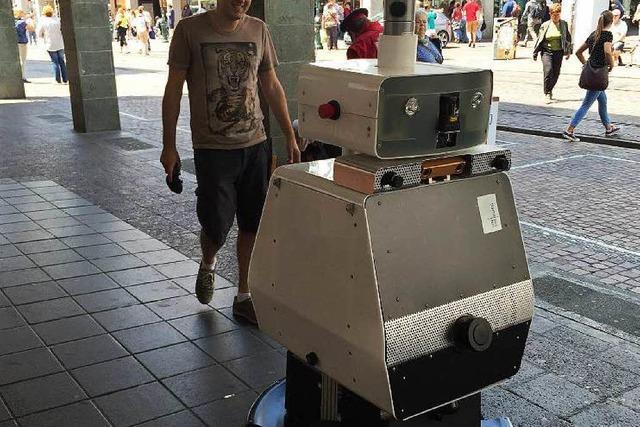 Roboter Obelix ist wieder in der Stadt unterwegs