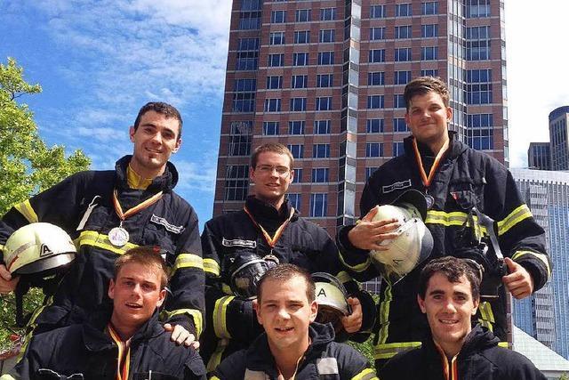 Neustädter Feuerwehrleute werden Vierte beim Frankfurter Skyrun