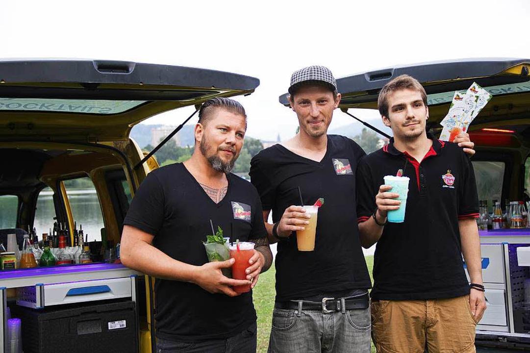 Björn Rieger (links) und Robert Mrozek...drei Fahrern des jungen Unternehmens.     Foto: Tanja Hofmann
