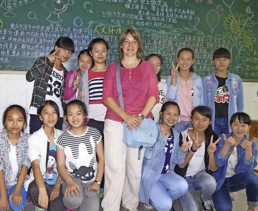 Daniela Haberzeth mit Schülern der Chongqing Tsinghua High School   | Foto: Privat