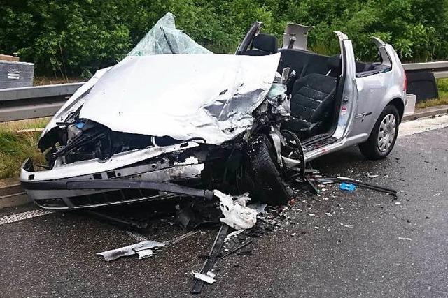 Schwerer Verkehrsunfall auf der B 31 bei Umkirch