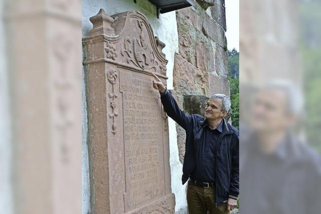 Ur-Neffe des letzten Abts lässt den Grabstein blitzen