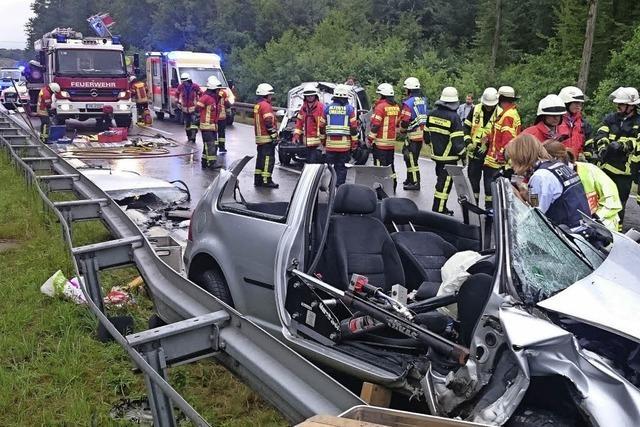 Unfall bei Umkirch mit zwei Schwerverletzten
