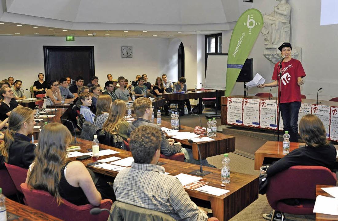 Eine  Veranstaltung im Ratssaal beschl...wählerInnen-Kampagne des Jugendbüros.   | Foto: Michael Bamberger