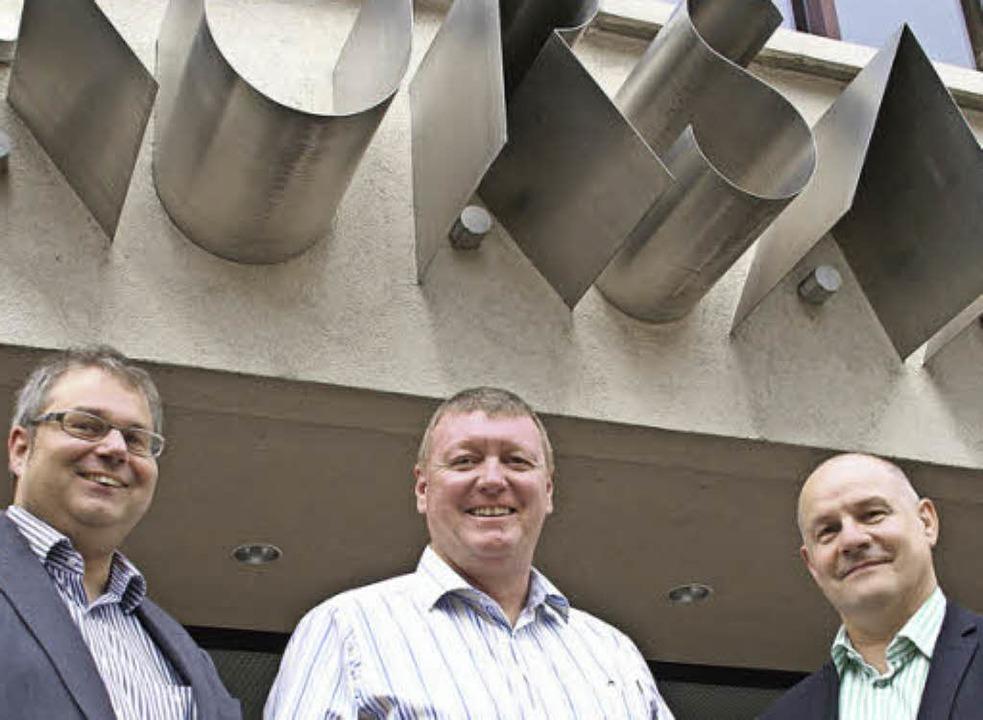 Laden in den Kursaal (von links): Alex...hl, Guido Burkhardt und Hartmut Fricke  | Foto: Hrvoje Miloslavic