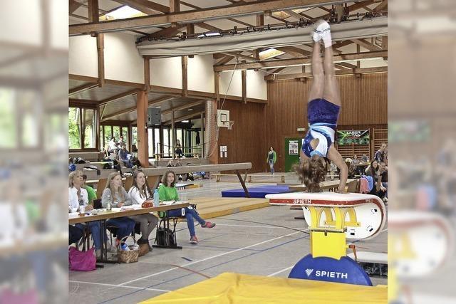 65 Turnerinnen beim Gerätefinale in Bahlingen