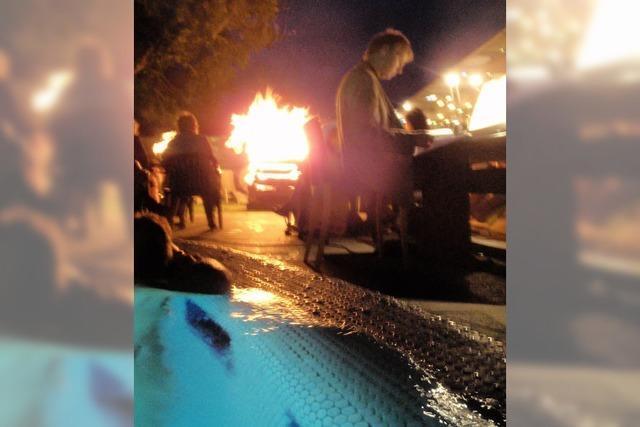 Johannisfeuer und Schwimmen bei Kerzenschein in der Vita Classica