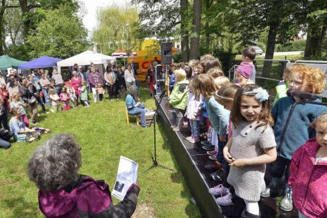 Beim Haslacher Stadtteilfest gab's Entenrennen und reichlich Infos