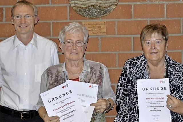 Treue Rotkreuzlerinnen seit 50 Jahren