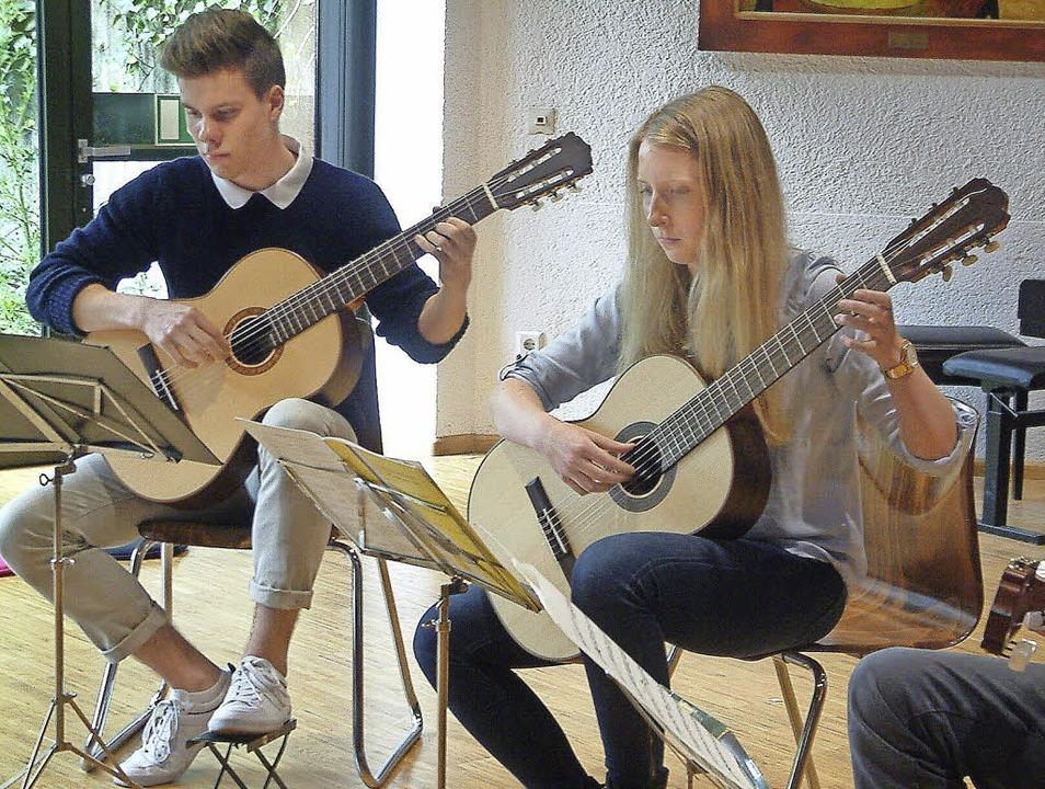 <Text>Das Gitarrentrio Carpe Citharam ...onorchesters der Musikschule </Text>.   | Foto: Roswitha Frey
