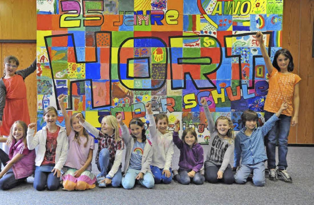Mit 13 Kindern startete der Denzlinger...e an einem bunten Mosaikbild mitgemalt  | Foto: Markus Zimmermann