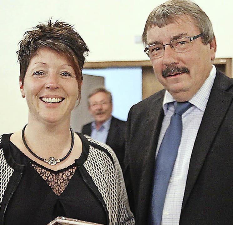 Peter Kiefer mit der künftigen Heimleiterin  Nicole Brutschin  | Foto: Anja Bertsch