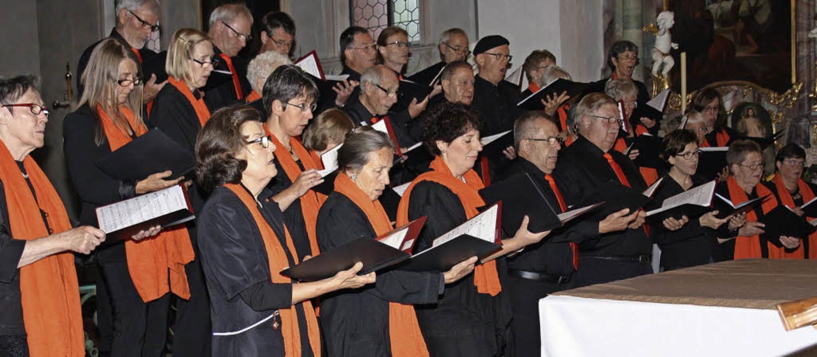 Der Todtmooser Kirchenchor mit Orchest...tskirche ein anspruchsvolles Programm.  | Foto: Andreas Böhm