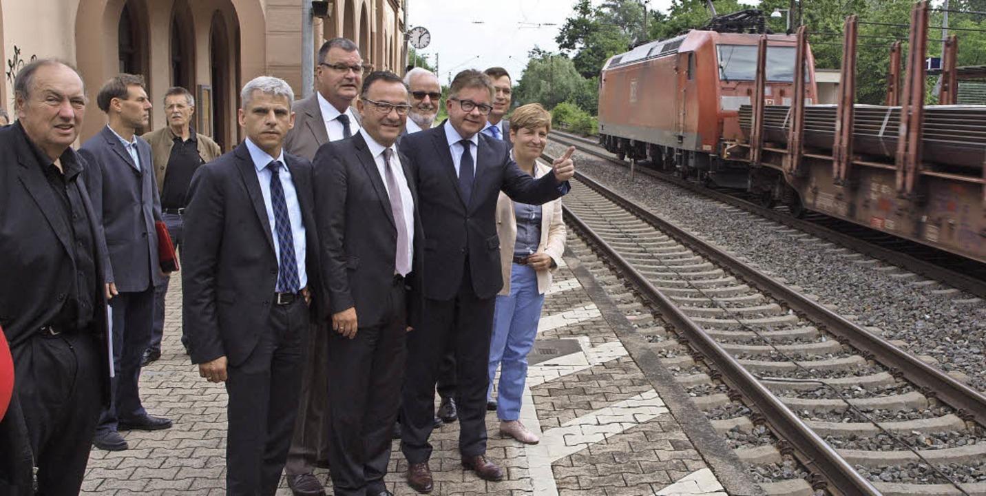 Bei den Betroffenen vor Ort sehen lass...Ausbau der Rheintalbahn in Kenzingen.   | Foto: Michael Haberer