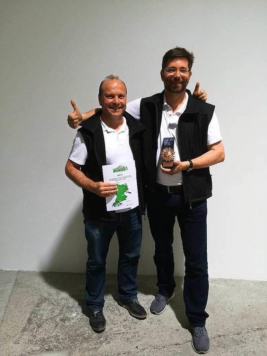 Freude über den dritten Platz: Johanne...einem Teamkollegen Claude Morf (links)  | Foto: privat