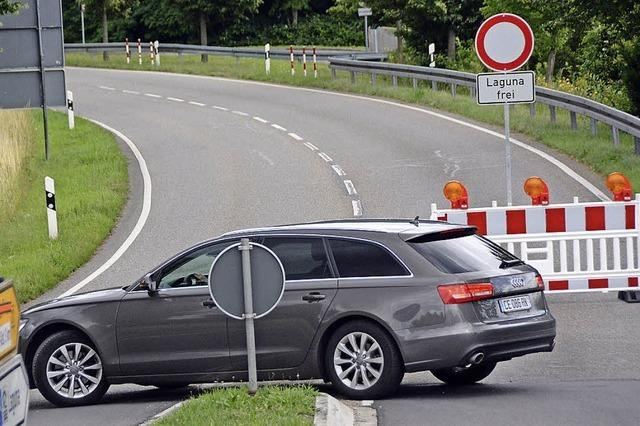 Zollfreie Straße bis Mittwochabend gesperrt - viele Autofahrer wundern sich