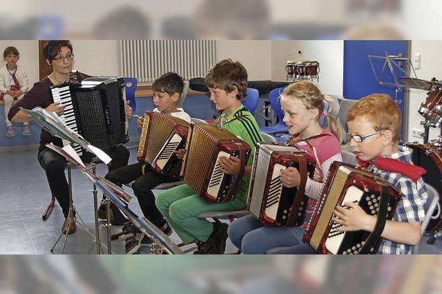 Kinder entdecken die Welt der Musik