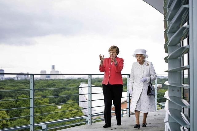 Die Queen zeigt sich in Berlin seltsam unberührt