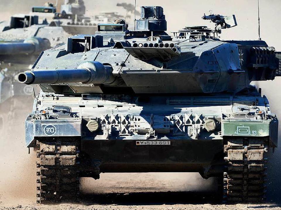 Der Kampfpanzer Leopard 2 A6 ist auch bei ausländischen Kunden gefragt.  | Foto: dpa