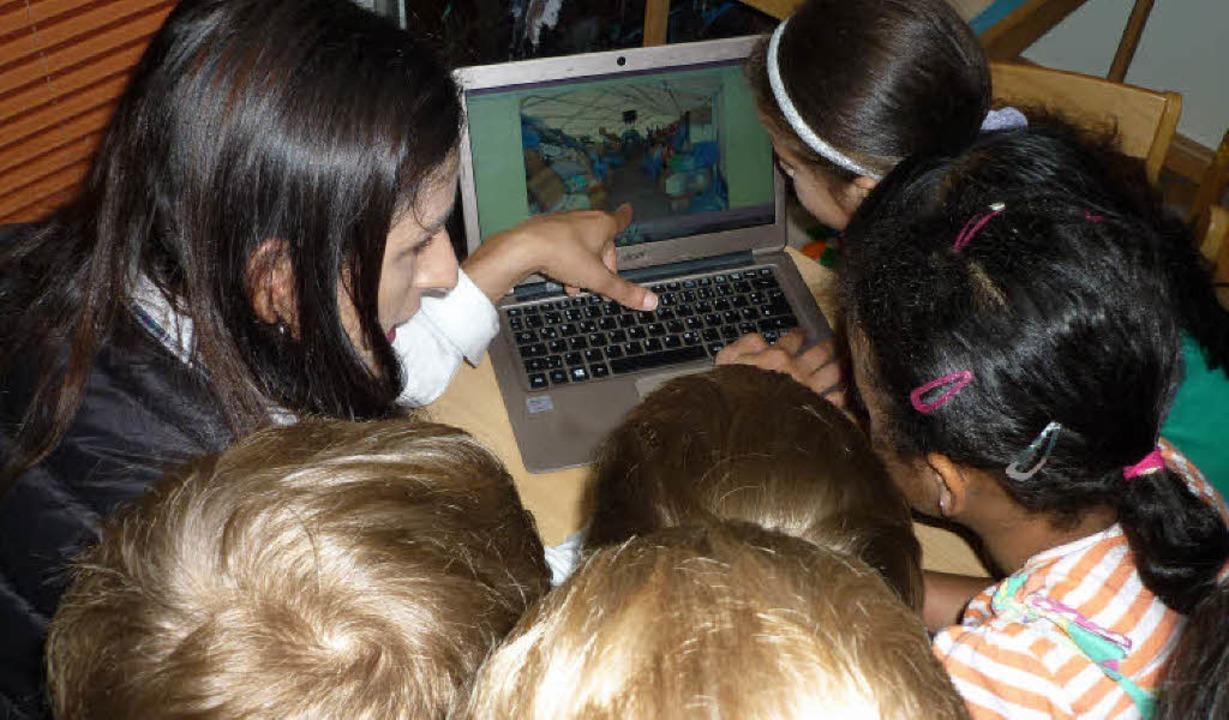 Bilder aus dem Flüchtlingslager und vi...nep Akay im Kindergarten St. Bernhard     Foto: Frauke WOLTER