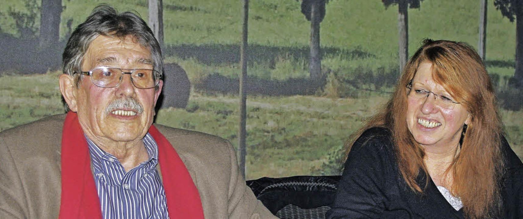 Der Vorstand des SPD-Ortsvereins redet...eles: Robert Blum und Marianne Müller   | Foto: Rolf Reissmann