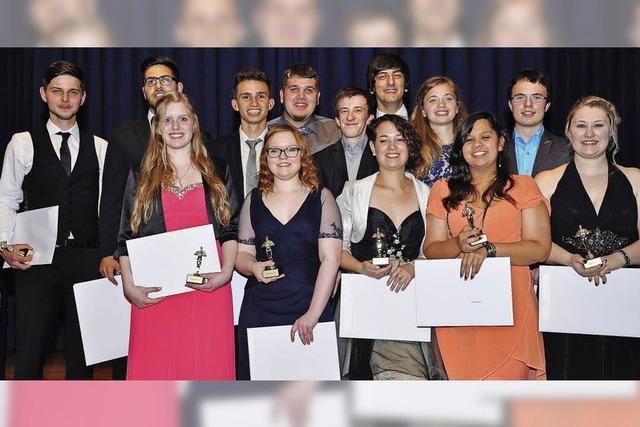15 Abiturienten am BBZ-Stegen