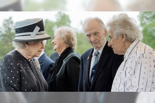 Die Queen trifft KZ-Überlebende in Bergen-Belsen