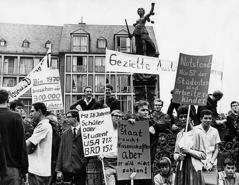 Demonstrierende Studenten in Frankfurt   | Foto: dpa