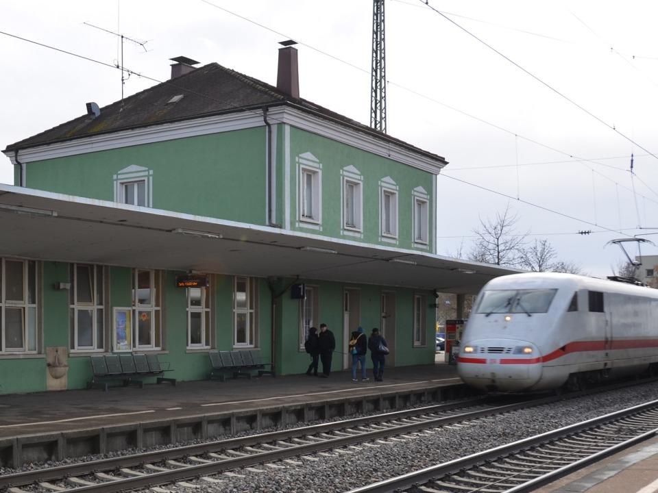Ein ICE auf der Rheintalstrecke in Müllheim.  | Foto: Andrea Drescher