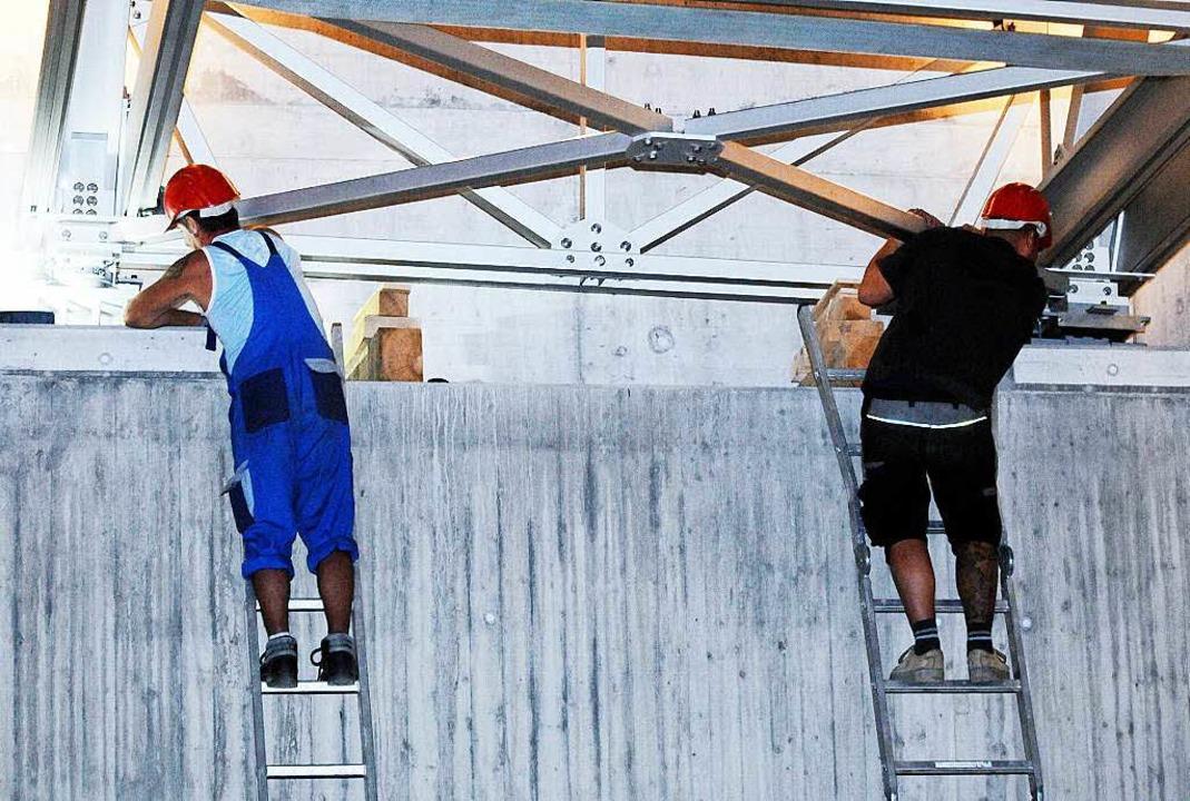 Millimeterarbeit war beim Einfügen der... Kippenweiler und Nonnenweier gefragt.  | Foto: WOLFGANG KUENSTLE