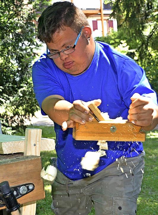 Volle Konzentration zeigte dieser junge Mann beim Handwerkerspiel.    Foto: Danielle Hirschberger
